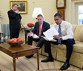 obama at work in oval office